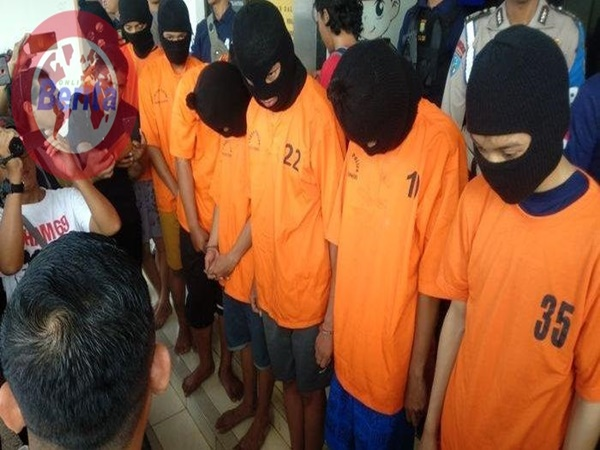 Fans Iwan Fals Tewas Dikeroyok